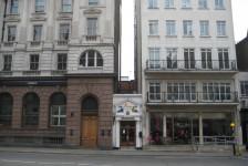 08ロンドン(紅茶のトワイニング本店:真ん中の白い建物)