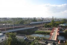 11 天守閣からの眺め(新幹線がすぐ横を走っています)
