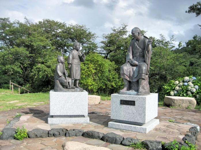 11 良寛さんと子供の銅像(良寛記念館)
