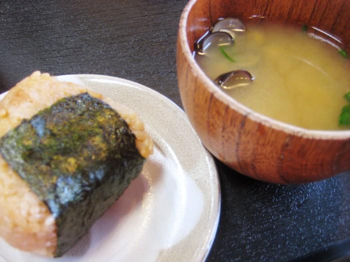 07 シジミの味噌汁とシジミのおにぎり