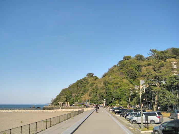 05 二見興玉神社(立石崎)へ向かう二見浦沿いの堤防