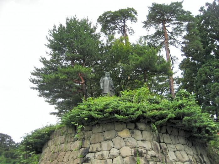 01 上杉謙信の像(春日山城跡)