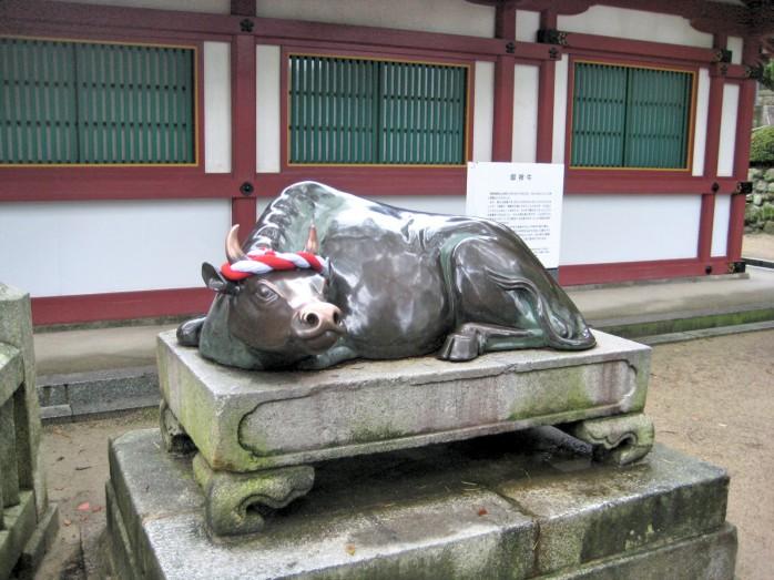 08 牛の像