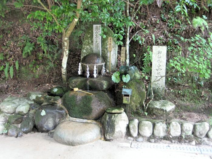 07 玉作湯神社_願い石
