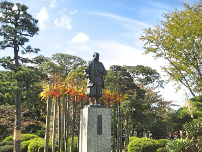 07 徳川家康の像