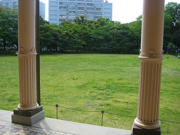 07 旧岩崎邸庭園_洋館からの眺め(芝庭)