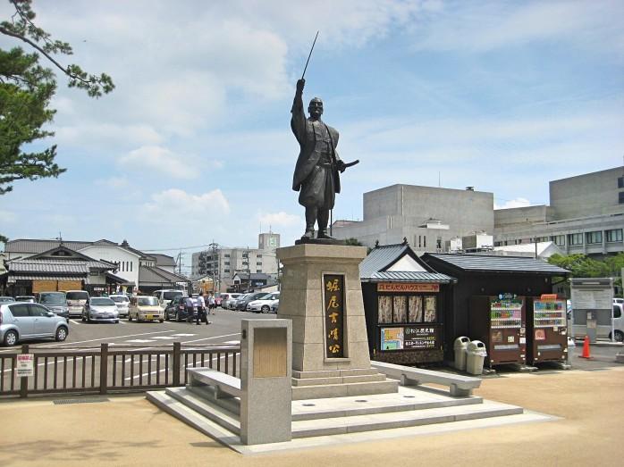 08 堀尾吉晴の像