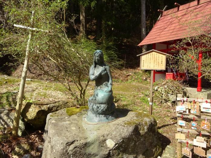 08 田沢湖_御座石神社_辰子姫の像