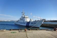 06 秋田港に停泊中の海上保安官の船