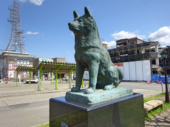 09 大館駅の忠犬ハチ公の像