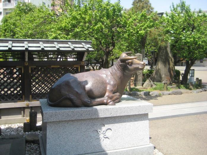 04 天満宮のシンボル牛の像
