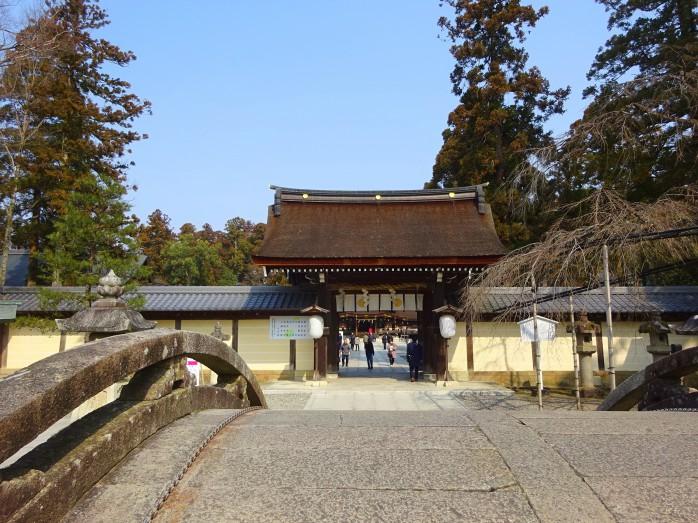 08 多賀大社_太閤橋越しに見る御神門