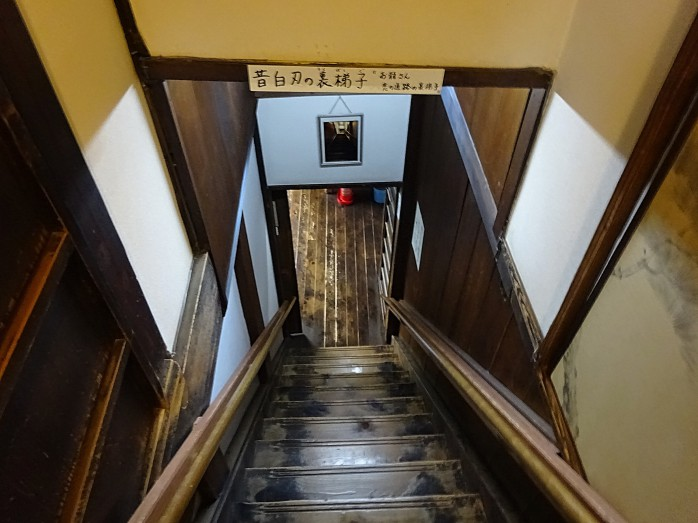 07 寺田屋_お龍が駆け上がって来た階段