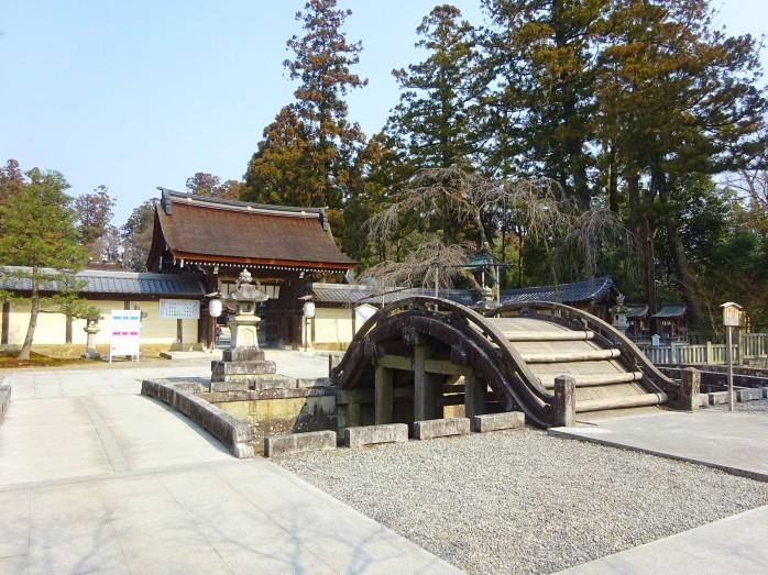 07 多賀大社_御神門と太閤橋