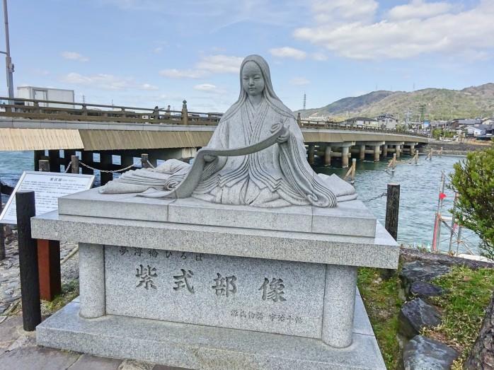 05 宇治橋のたもとにある紫式部の像