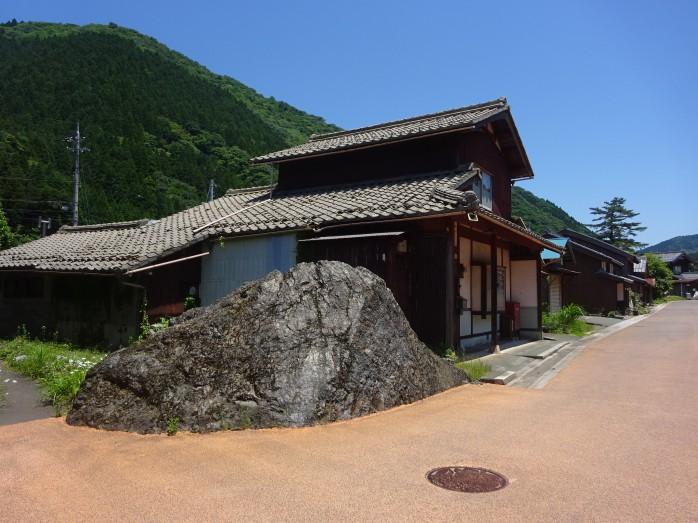 08 熊川宿_大岩(子守り岩)